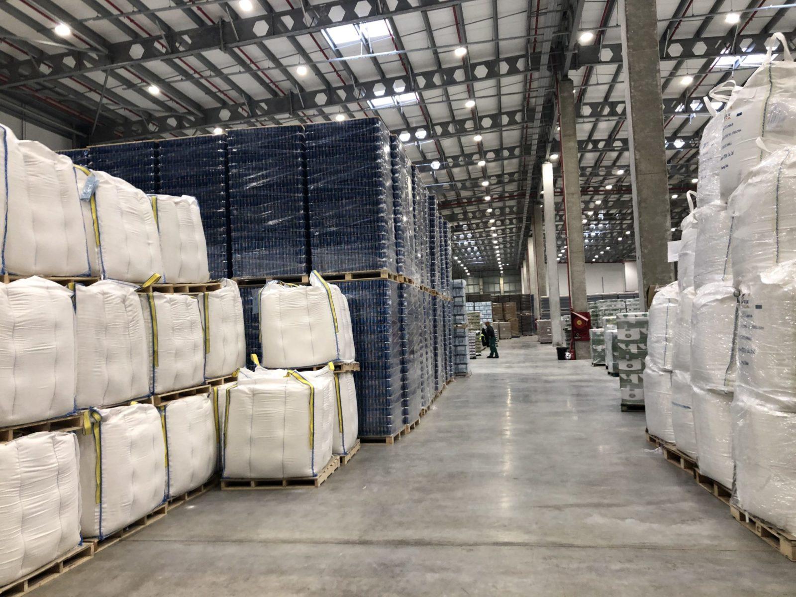 מחסן מקורה לאחסנת סחורות